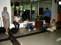 Menunggu di Bandara Patimura