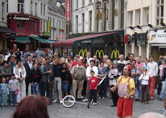 Akrobat jalanan