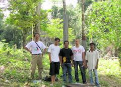 Tim Pemburu Durian di lokasi Dren Tengku Chik, Iboih.
