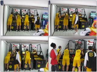 Bermain basket setelah pertunjukan basket