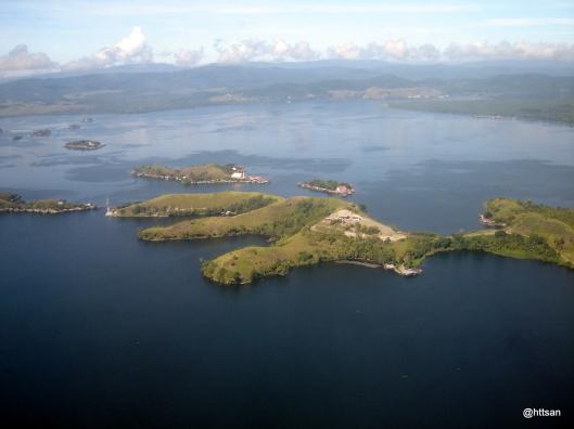 Danau Sentani dilihat dari pesawat saat take-off atau landing.